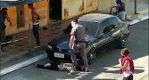 policial-pisa-pescoco-mulher