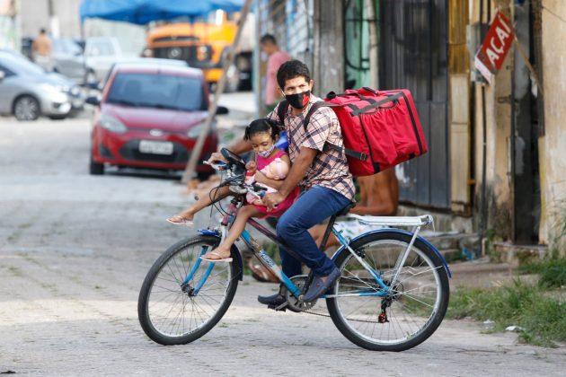 entregador filha bicicleta