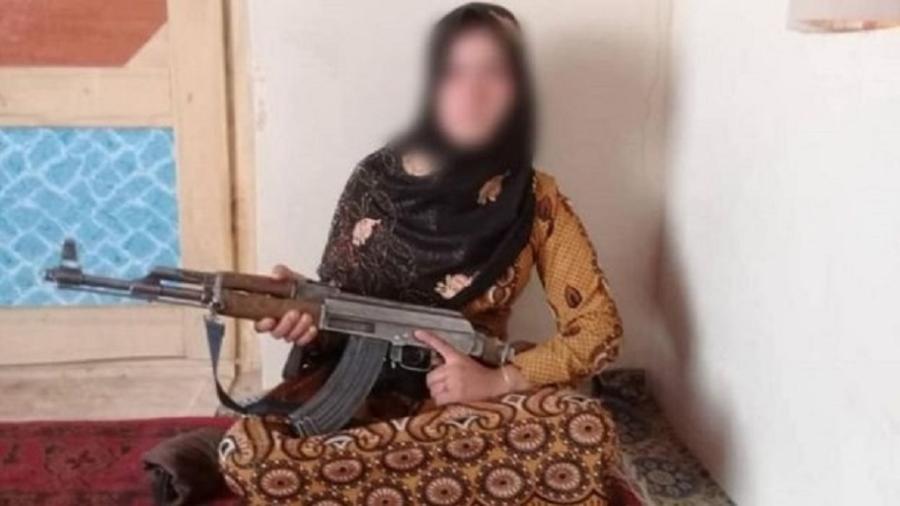 jovem mata afeganistão ak-47