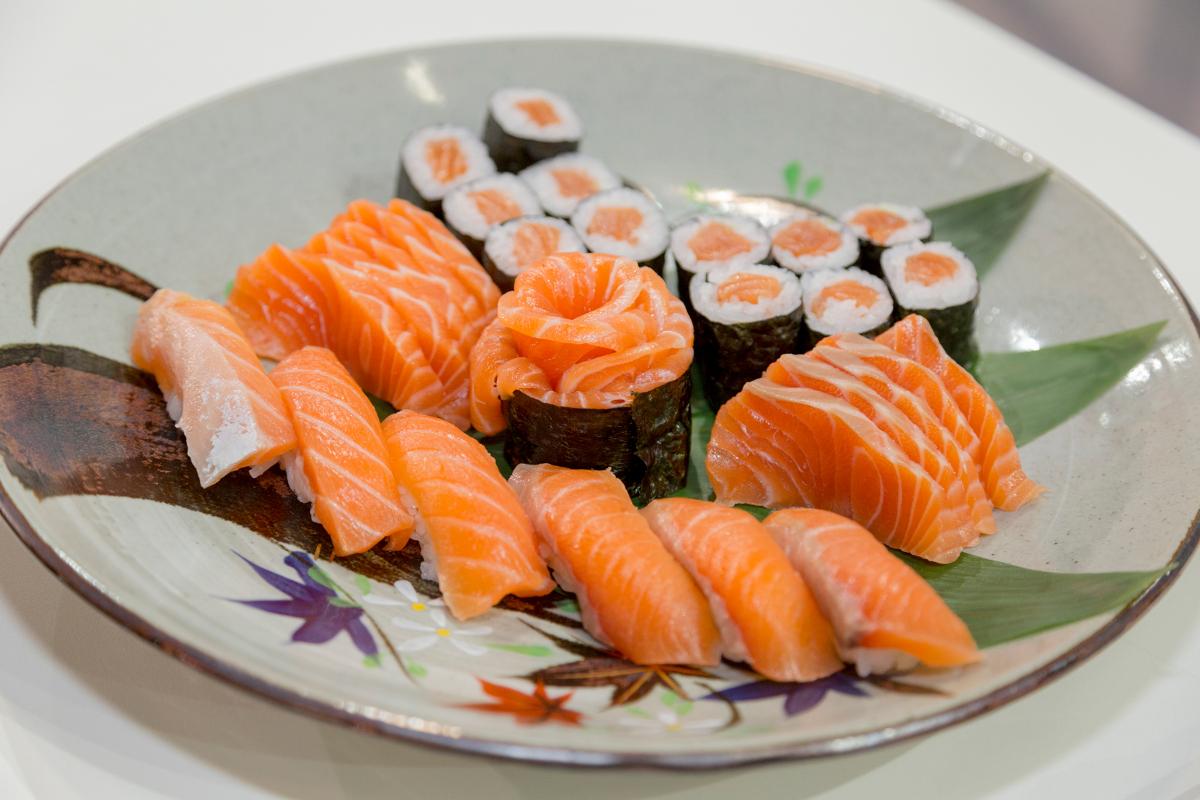 salmão sushi