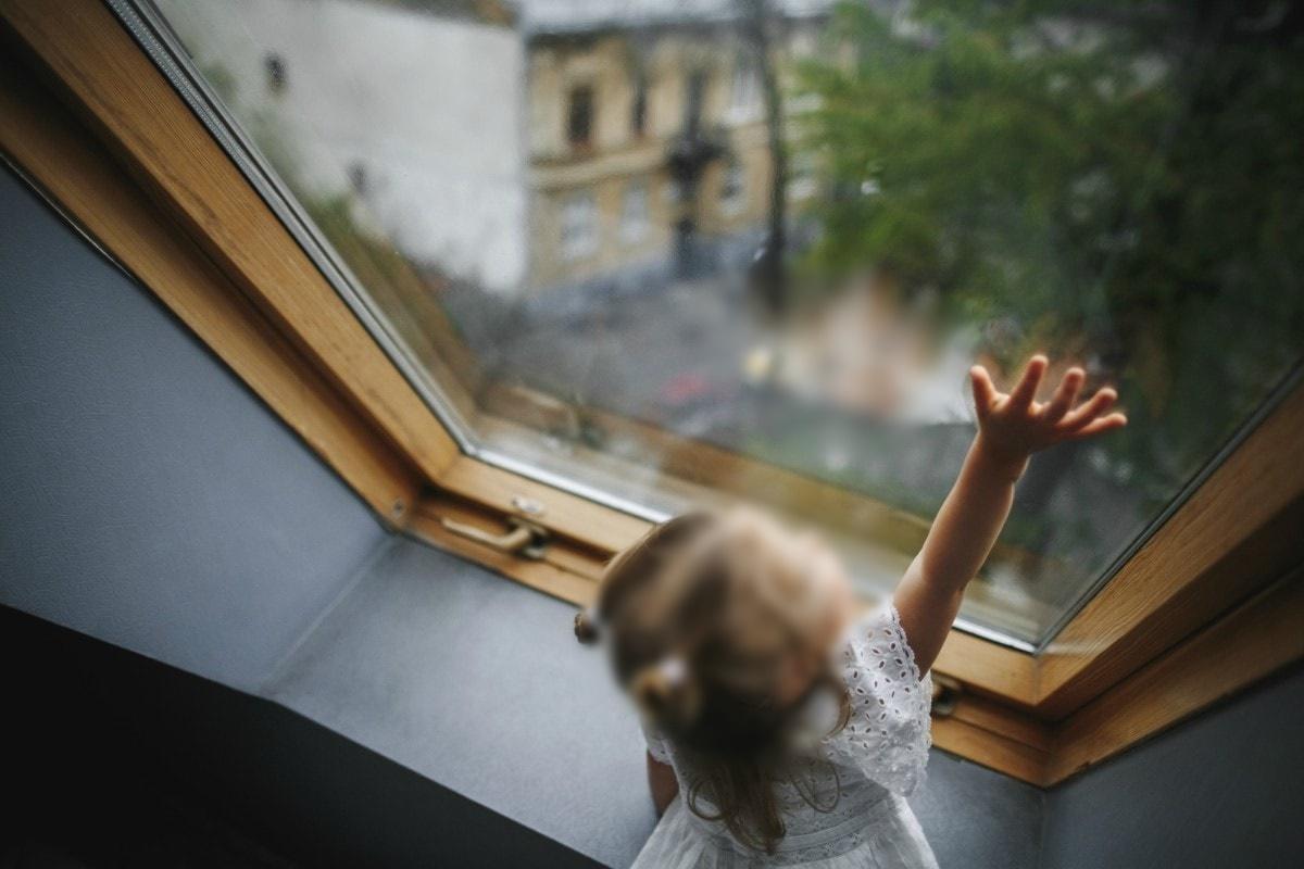 criança cair janela prédio