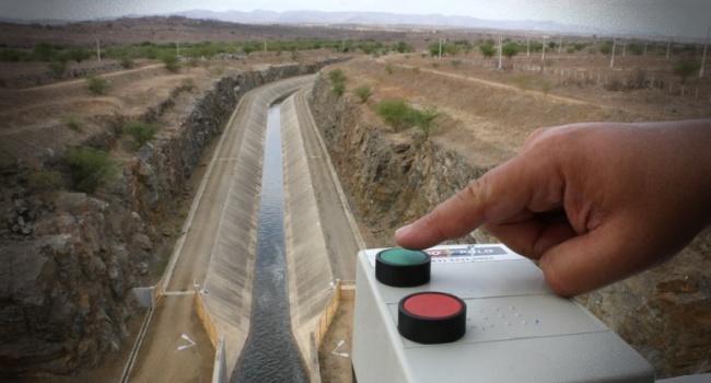 Chega água maior obra de infraestrutura hídrica da Paraíba