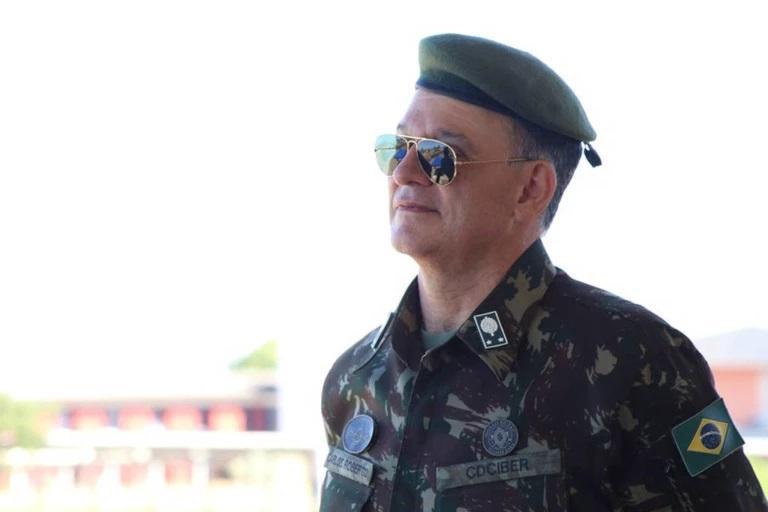 general enem Carlos Roberto Pinto de Souza