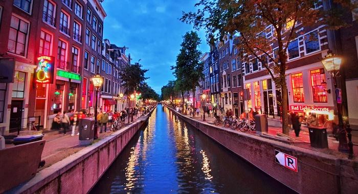 Amsterdã anuncia removerá prostitutas famosas vitrines turismo