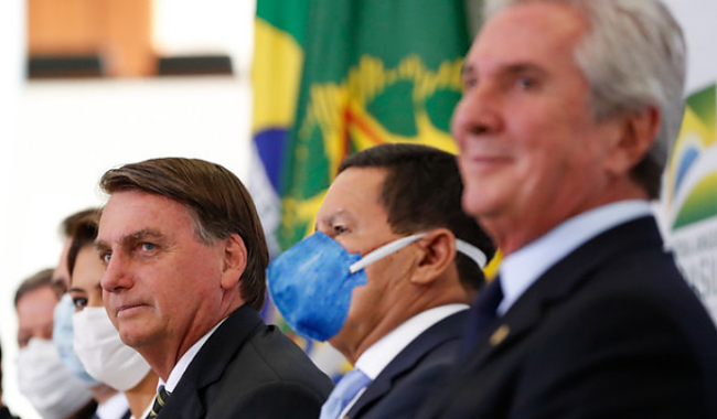 Bolsonaro consultou com Collor aumento dos combustíveis economia