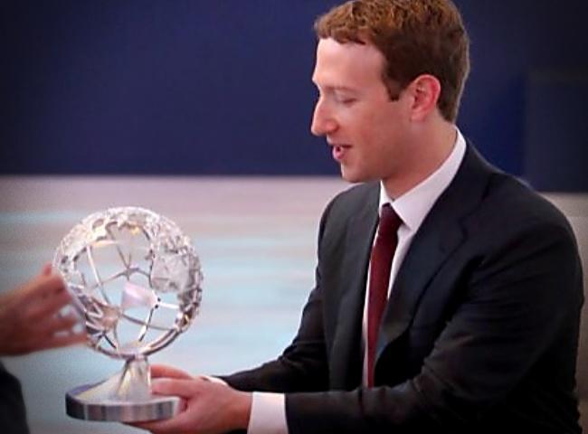 Facebook mundo sem lei antidemocrático escravos