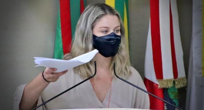 Fake News arma bolsonarista ataques vereadora Giovana Mondardo