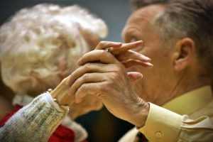 estudo-proteina-da-vida-longa-analisar-pessoas-centenaria