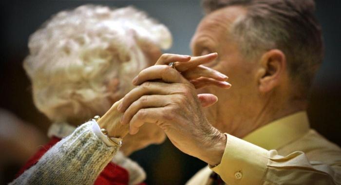 Estudo descobre proteína da vida longa analisar pessoas centenárias idosas