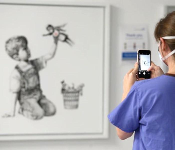 Homenagem de Banksy novos super-heróis vendida milhões