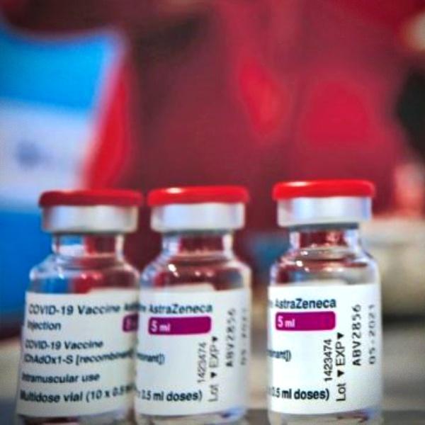 Itália suspende vacina de Oxford após morte de professor