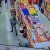 mulher-mascara-supermercado