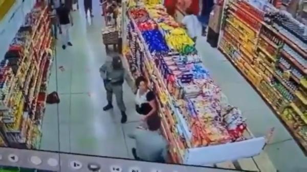 mulher máscara supermercado