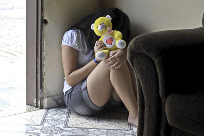 padrasto criança abuso menina 10 anos