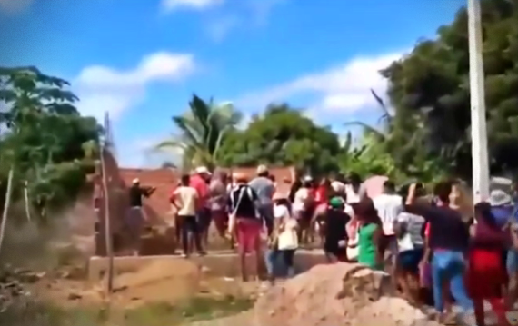 deboche pastor indígenas derrubam construção da Assembleia de Deus pernambuco