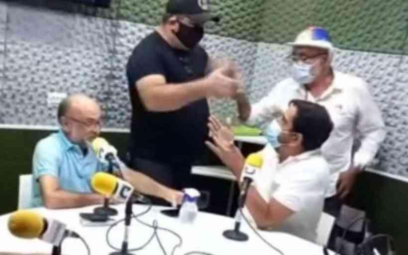 homens invadem rádio bolsonaro