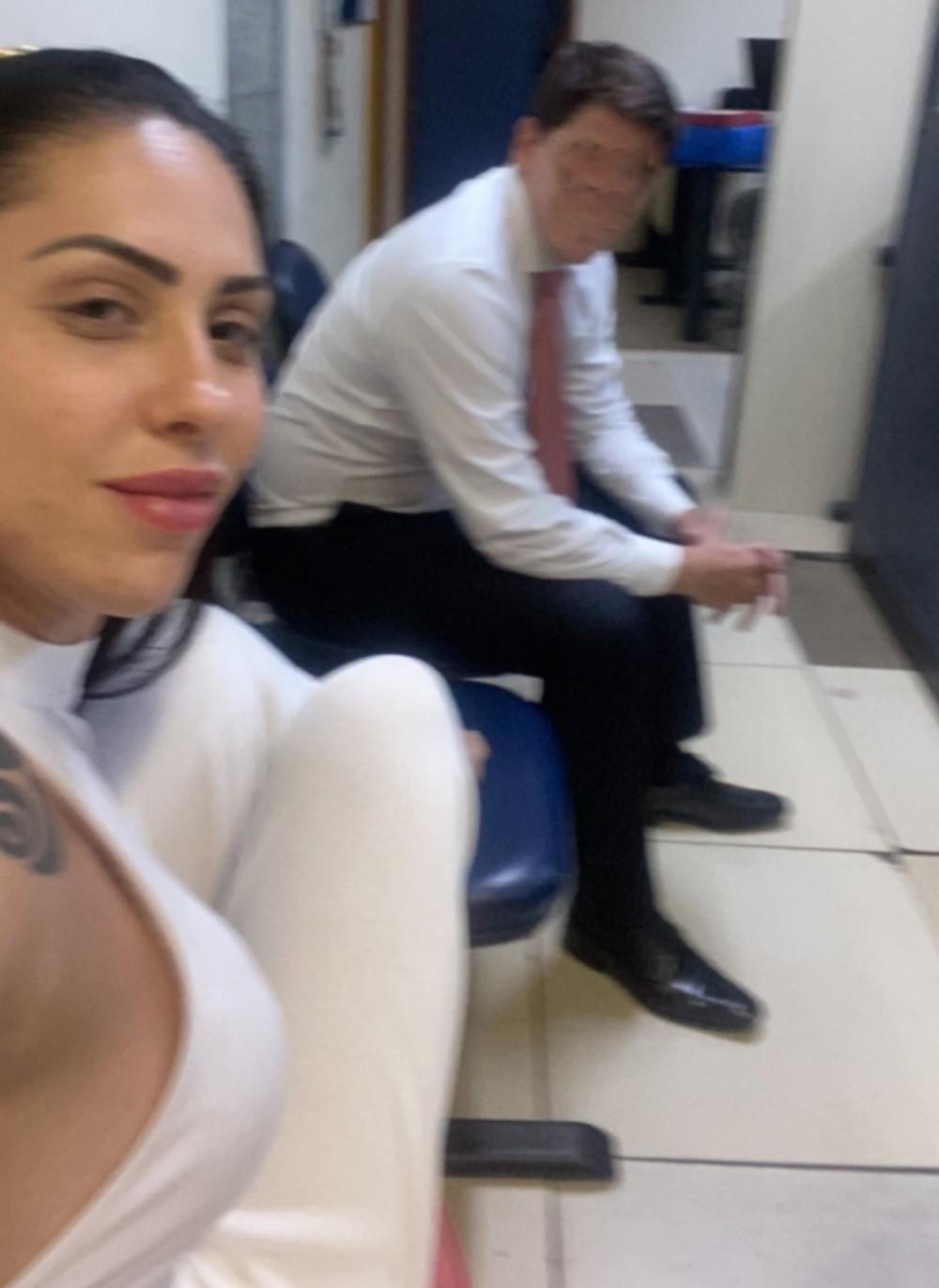 monique selfie delegacia