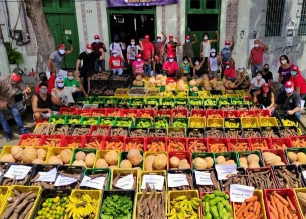 MST distribui toneladas de alimentos Brasil