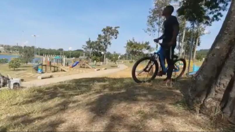 abordagem ciclista negro