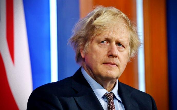 Boris Johnson queria ser inoculado com o coronavírus em transmissão na TV, diz ex-assessor