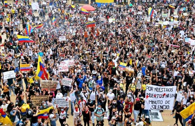 Colômbia completa mês protestos mortos desaparecidos