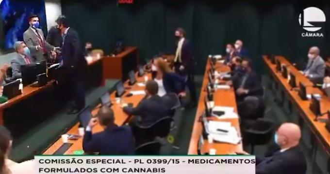 Deputado petista agredido fisicamente bolsonarista em sessão maconha