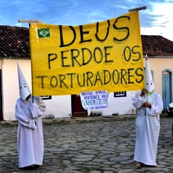 Encapuzados apoiadores de Bolsonaro perdão torturadores kkk goiás