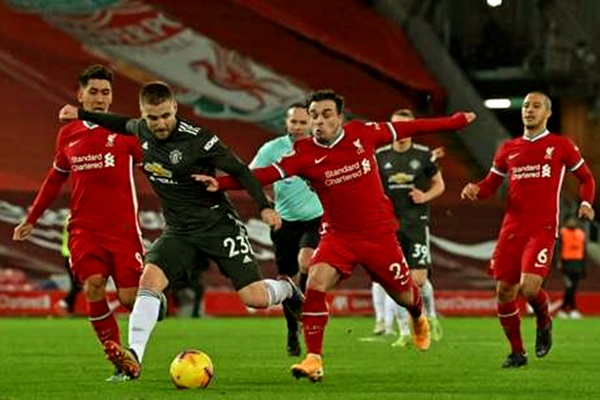 Jogo Manchester United Liverpool adiado protesto torcedores