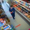 mulher-furta-queijo