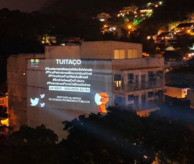 Projeção rio de janeiro evidencia greve da PBio denuncia privatização da Petrobrás