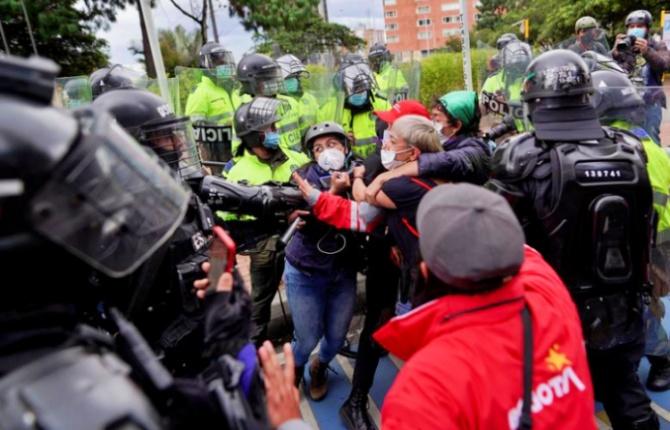 Colombianos completam dias greve nacional violência sistêmica Estado