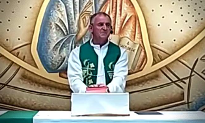 Padre critica casais homoafetivos durante missa Viadinhos