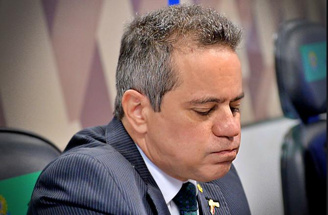 Assessor Pazuello desviou dinheiro vacinas militares fazerem manutenção aviões
