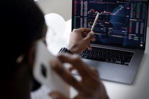 passos-escolher-corretora-certa-aprender-trading-investimentos