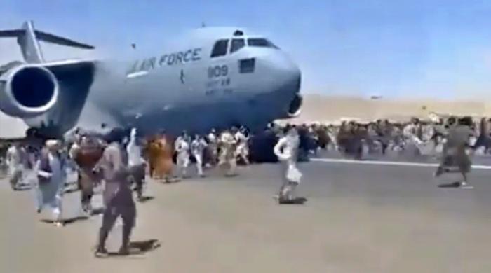 detalhes voo retirou pessoas desesperadas Afeganistão