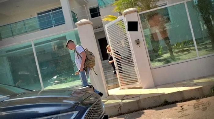 Filho caçula Bolsonaro muda mansão milhões Brasília