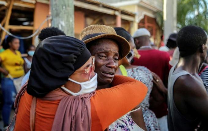 Haiti terremoto deixa hospitais lotados pessoas feridas