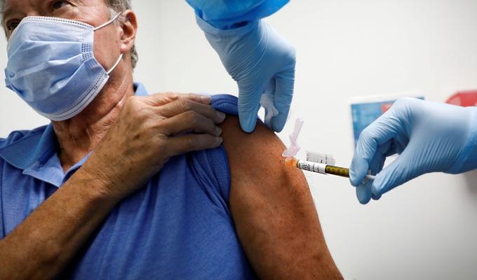 Estudo mostra redução significativa de anticorpos meses vacinação