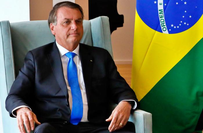 Isolado politicamente Bolsonaro descarta golpe elogia urnas eletrônicas eleições