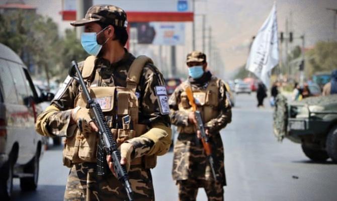 Talibã autoriza saída estrangeiros primeiros voos evacuação EUA