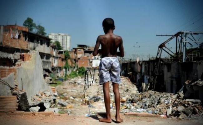 Três visões sobre o atraso brasileiro economia neoliberalismo capitalismo