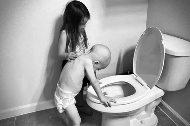 Criança foto viralizou mundo vence câncer apoio irmã